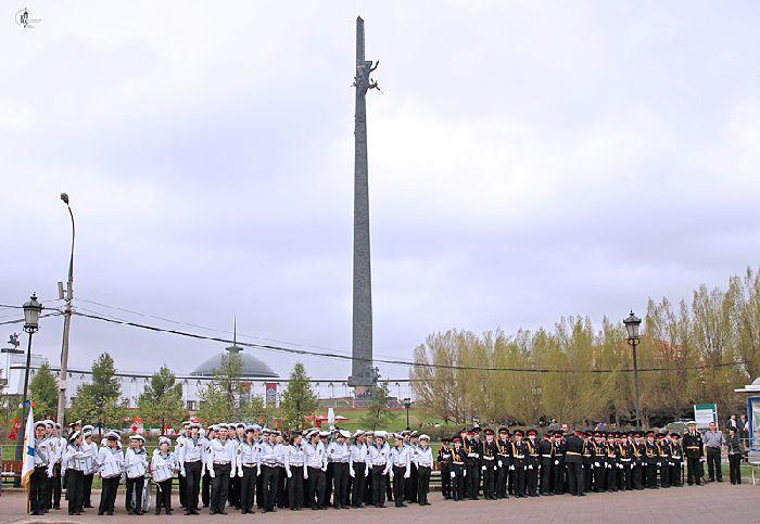 Mosca - i giovani allievi dell'esercito attendono l'arrivo del